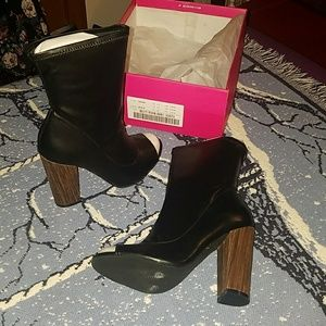 "ShoeDazzle ""Noni"" Booties US wmn's 7.5M"